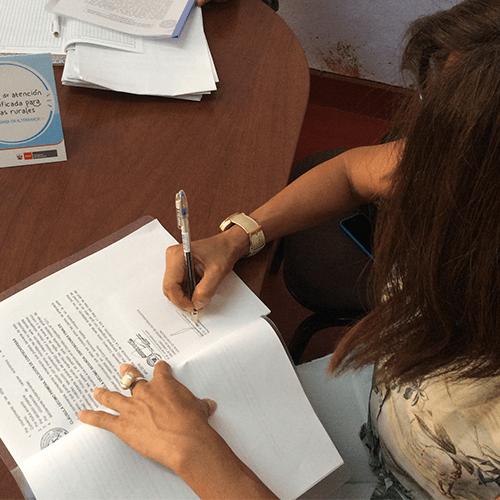Aicasa firma convenio con Ugel para participación con CRFA