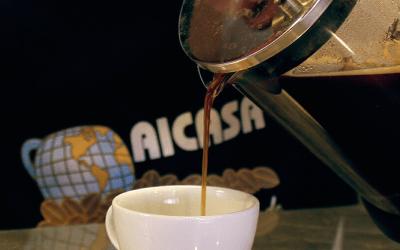 Prepara un café de sabor intenso en solo 4 pasos